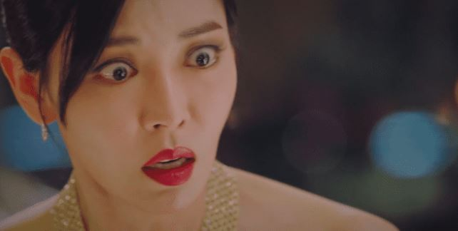 Yoon Hee stepping into lip sync for Seo Jin.
